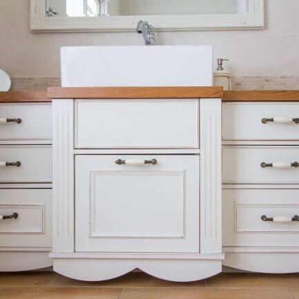ארון אמבטיה עומד בצבע לבן