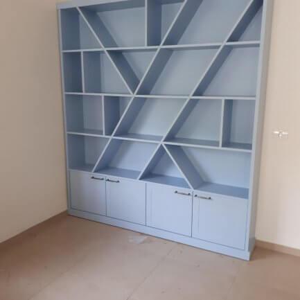 ספריה מעץ לחדר ילדים