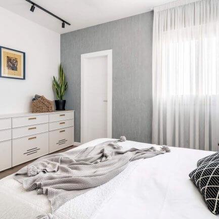מזנון מעץ לחדר שינה